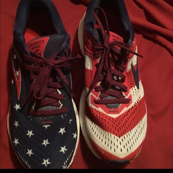 brooks flag shoes
